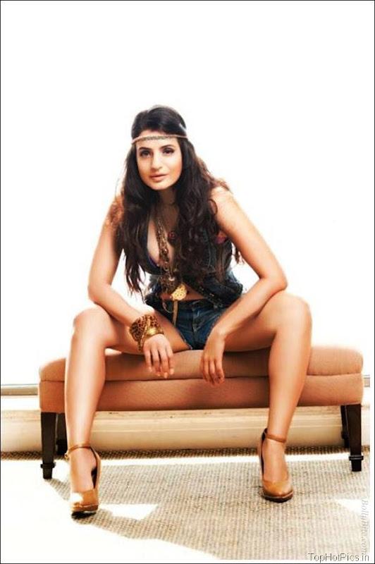 Amisha Patel Latest Hot Pics in Short Jeans 13