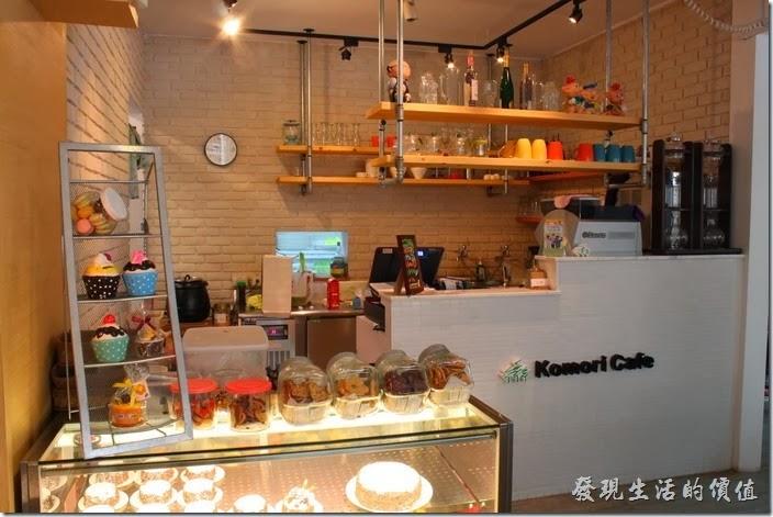 台南-小莫里。【Komori】餐廳的櫃台及廚房。