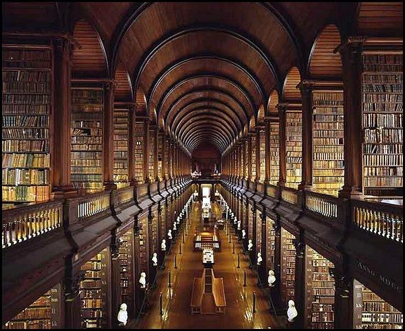 Bibliothèque du Collège Trinity, AKA, la Long Room, Dublin, Irlande