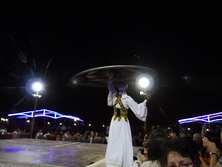 Dubai Desert Safari: dansatorul de tanoura