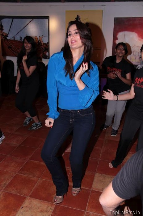 Kareen Kapoor Hot Dancing Photos 7