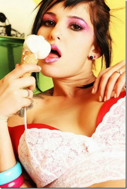 girls-eating-icecream-025