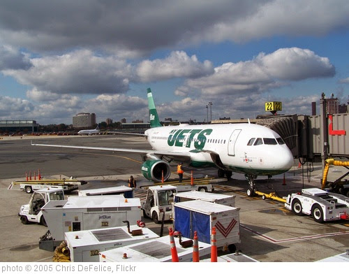 'NY Jets A/C at EWR 10/19/2010' photo (c) 2005, Chris DeFelice - license: https://creativecommons.org/licenses/by-nd/2.0/