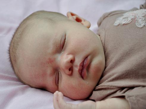 2012-06-12 anna 4 weeks (165)