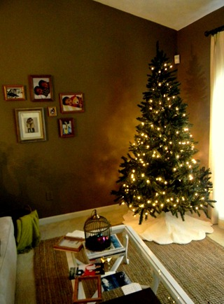 table and christmas tree2