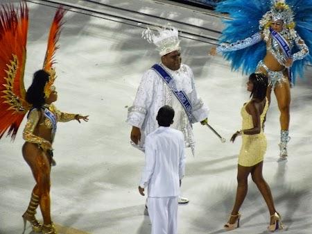 Carnavalul de la Rio:  Momo impreuna cu reginele Carnavalului dau startul