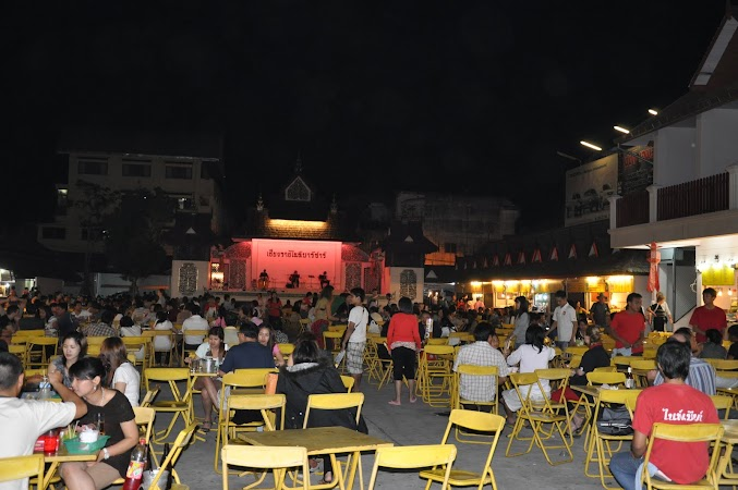 Imagini Thailanda: Piata localnicilor din bazarul de noapte din Chiang Rai, THailanda