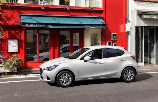2015-Mazda2-Demio-04.jpg