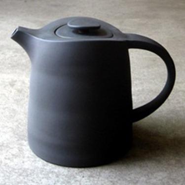 black teapot 2