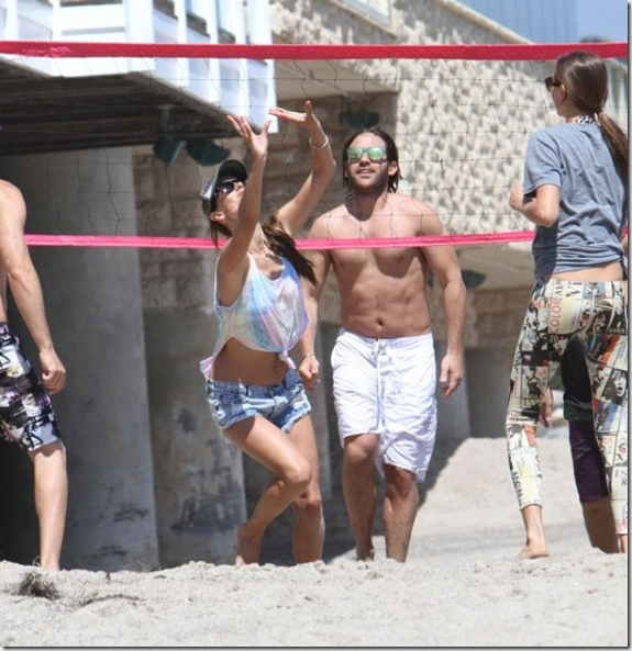 alessandra-ambrosio-volleyball-df8b1f