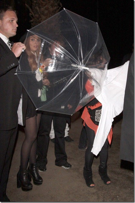 Lindsay Lohan tries hide see through umbrella zty04UokzEhl