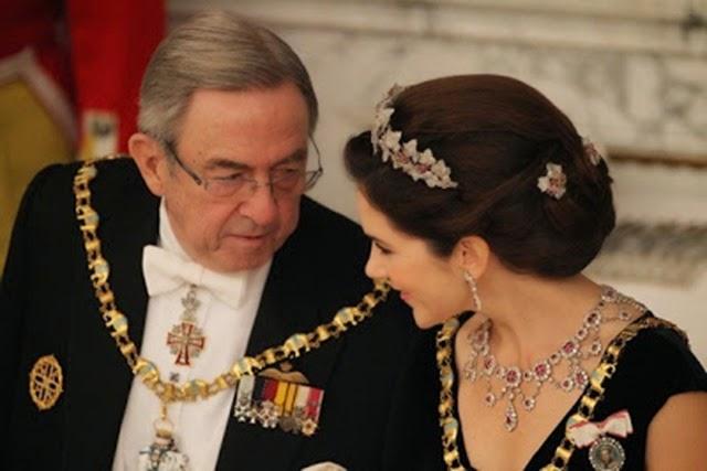 La Princesa conversando con el Rey Constantino de Grecia