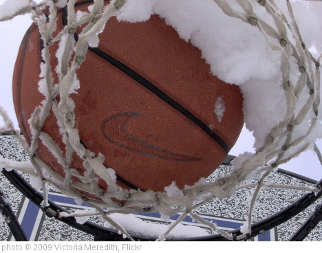 'Snowed-in basketball' photo (c) 2009, Victoria Meredith - license: http://creativecommons.org/licenses/by/2.0/