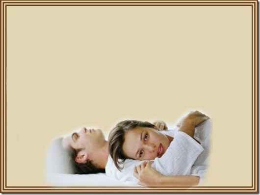Casal abrazados en la cama TM