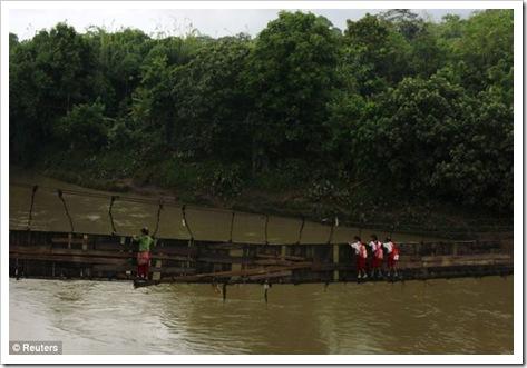 perjuangan_di_jembatan_sofiah_ciberang_lebak_banten