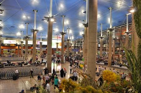 02. Aeroportul Teheran.JPG