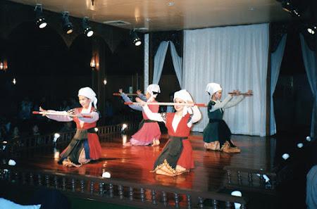 161. dansuri thailandeze.jpg