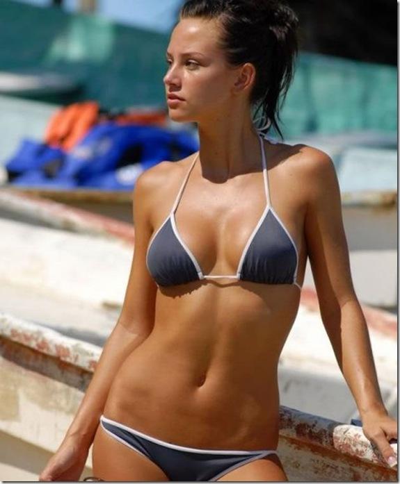 sexy-bikini-girls-95a8b3