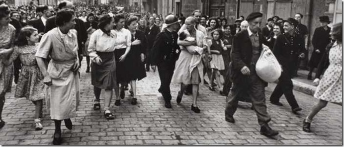 robert capa epuration chartres-august-18-1944