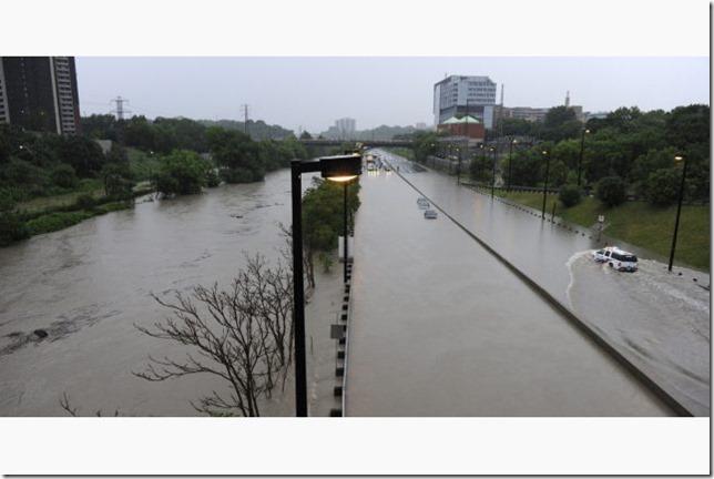 2013toronto-storm-flood-dvp