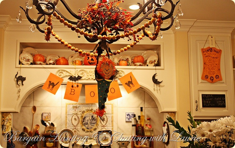 HALLOWEEN DECOR IN KITCHEN