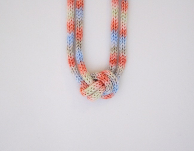 knitted knotted necklace 4a