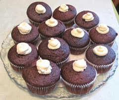 chocolate cupcakes w tip top filling2