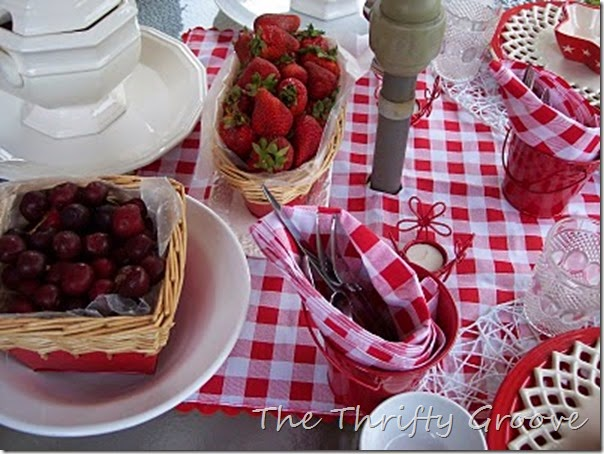 red & white lunch 048