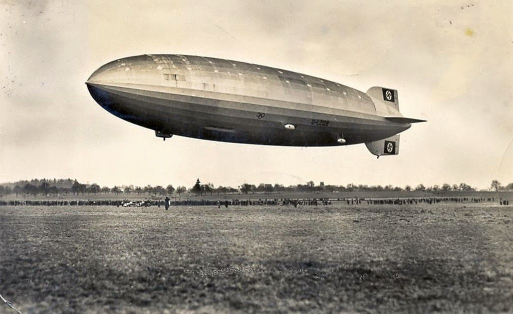 [Hindenburg%2520-%2520first%2520test%2520flight%2520-%2520March%25204%252C%25201936%255B8%255D.jpg]