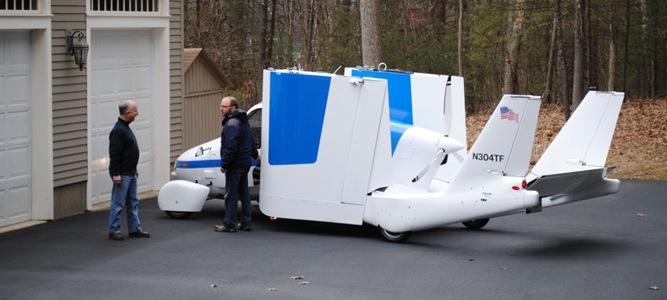 Mobil Terbang Singgah ke Rumah Tetangga