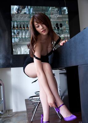 Payudara Bentuk Pepaya Wanita Seksi