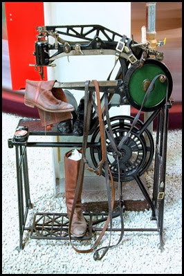 Shoe_sewing_machine - Wikipedia Commons