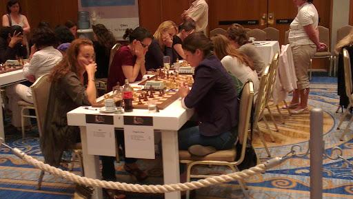 Sterke Ugra anført av stormesterne Stefanova, Lahno og Cmilyte ligger på 2. plass i kvinneklassen