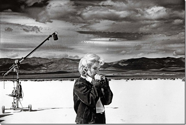 Eve Arnold_Nevada. US actress Marilyn MONROE on the Nevada desert going over her lines for a difficult scene she is about to play with Clarke GABLE in the film The Misfits by John HUSTON. 1960.