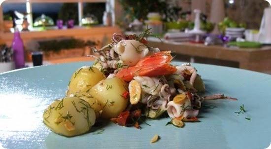 Insalata di mare con pomodori secchi e mandorle tostate