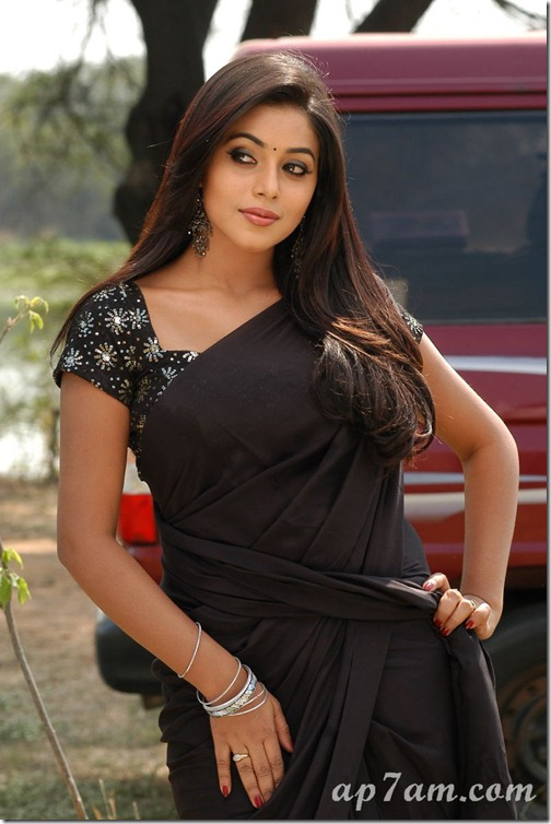 Poorna_Black_Saree