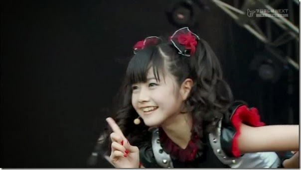 BABYMETAL_catch-me-if-you-can_18