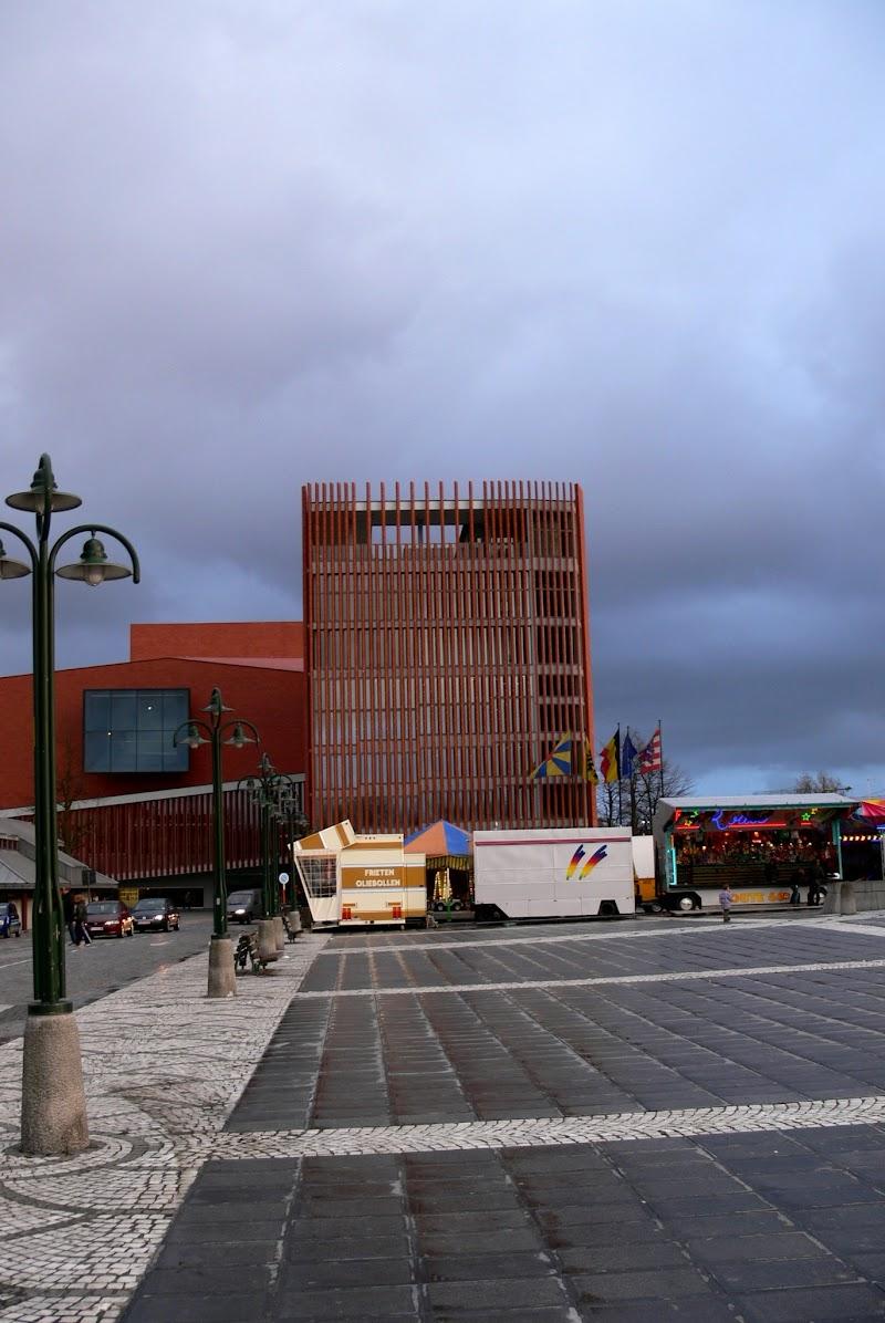 Concertgebouw brugia.jpg