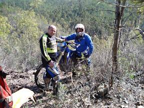 JOSE M. y CASTULO DESCANSANDO(trialera la minera).JPG