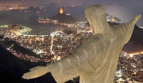 Imágenes del rayo que cayó en la estatua del Cristo Redentor