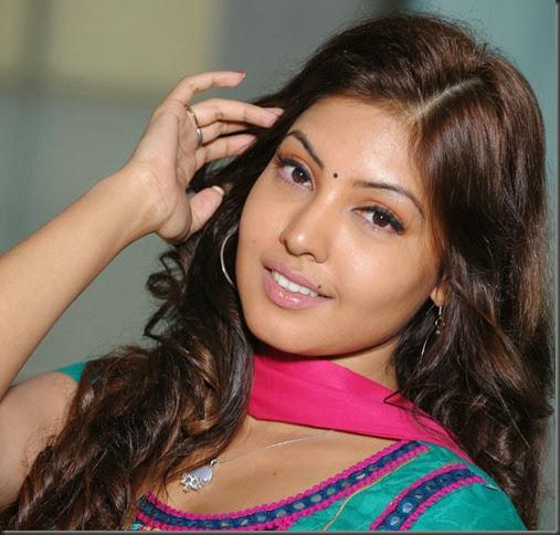 Billa Ranga Actress Komal Jha Images in Salwar Kameez