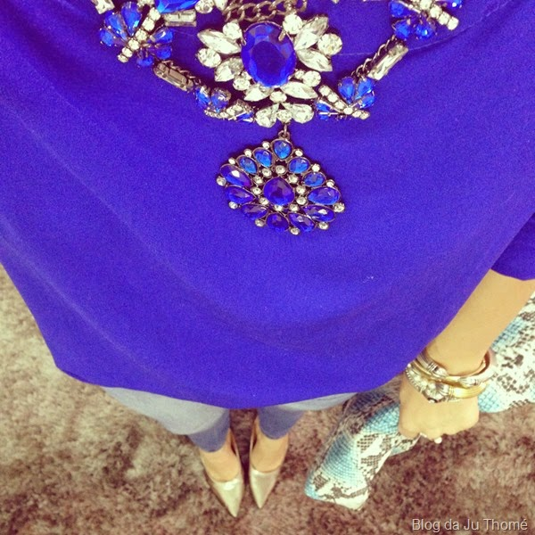 look jeans, scarpin prata e maxi colar  (1)