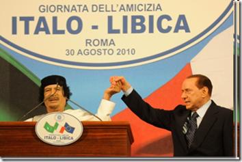 """Gheddafi e Berlusconi alla """"giornata dell'amicizia"""" tra Libia e Italia - 30 agosto 2010"""