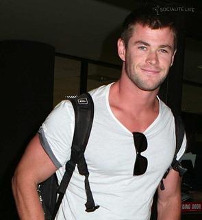 123 Chris Hemsworth picture