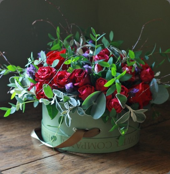 gift redlav5pinthb the real flower company hatbox arrangement