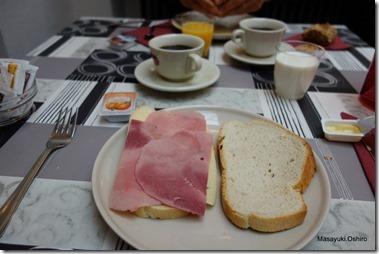 朝食はシンプル