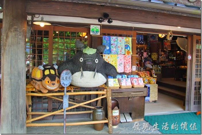 日本北九州-由布院-榛果之森。龍貓卡通裡龍貓等公車的站牌,還有龍貓公車。
