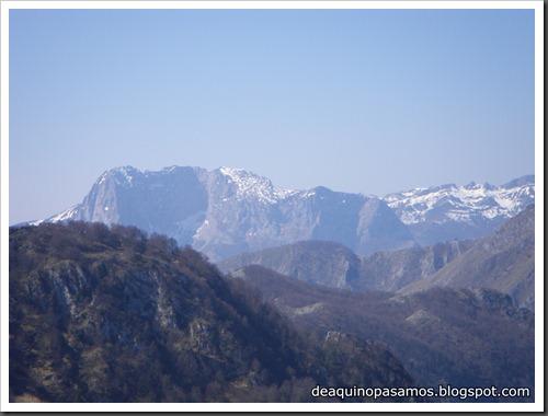 Via Intrusos 350m MD  7a  (6b A0 Oblig) (Alto Les Palanques, Picos de Europa) (Isra) 9043