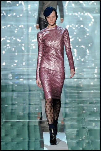 MARC-JACOBS-FALL-2011-RTW-PODIUM-002_runway