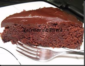 Bolo de chocolate húmido fatia